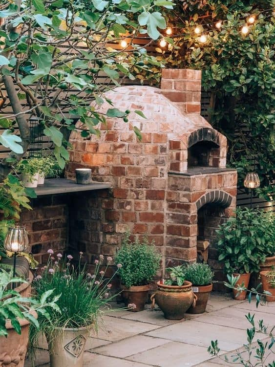 Gorgeous Outdoor DIY Pizza Oven