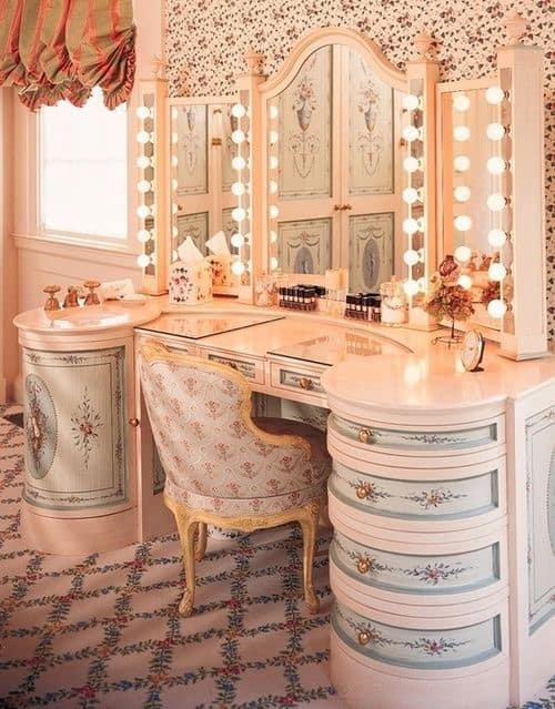 17. Romantic And Vintage Victorian Inspired Vanity Table