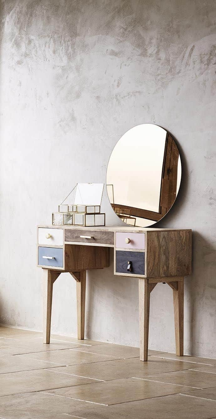 28. Rustic & Old Inspired Vanity Table