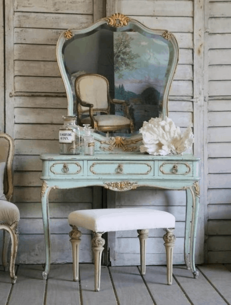 31. Unique Vintage Inspired Vanity Table
