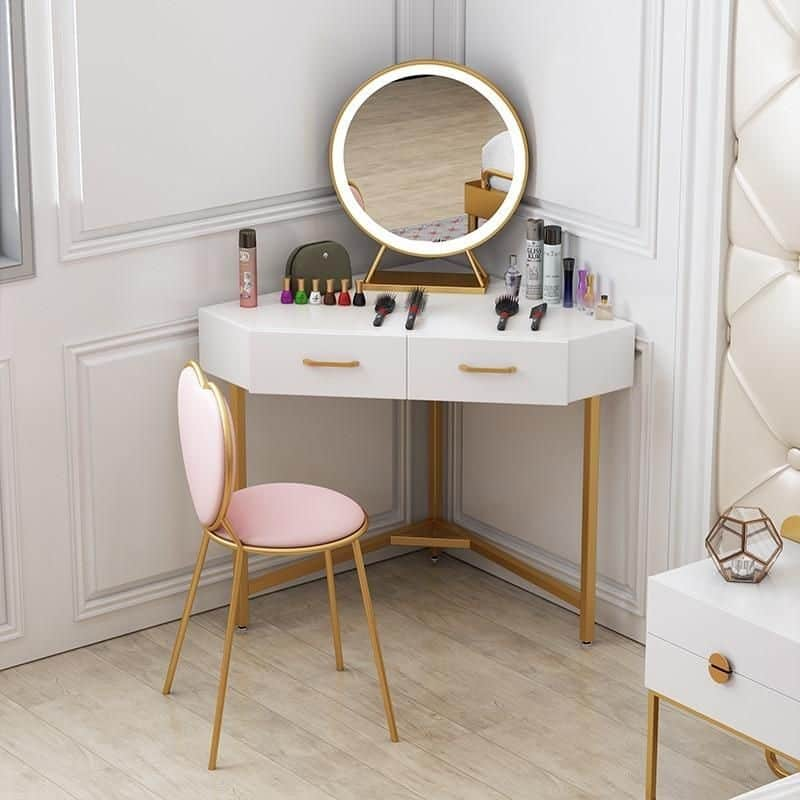 Feminine & Cute Vanity Table
