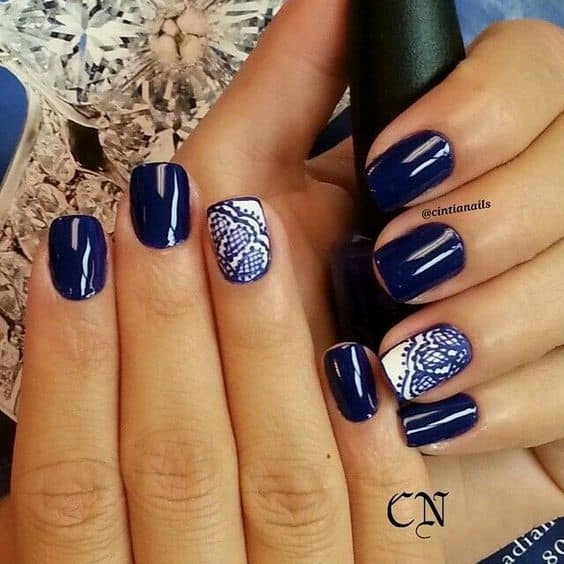 Short And Detailed Navy Blue Short Nails