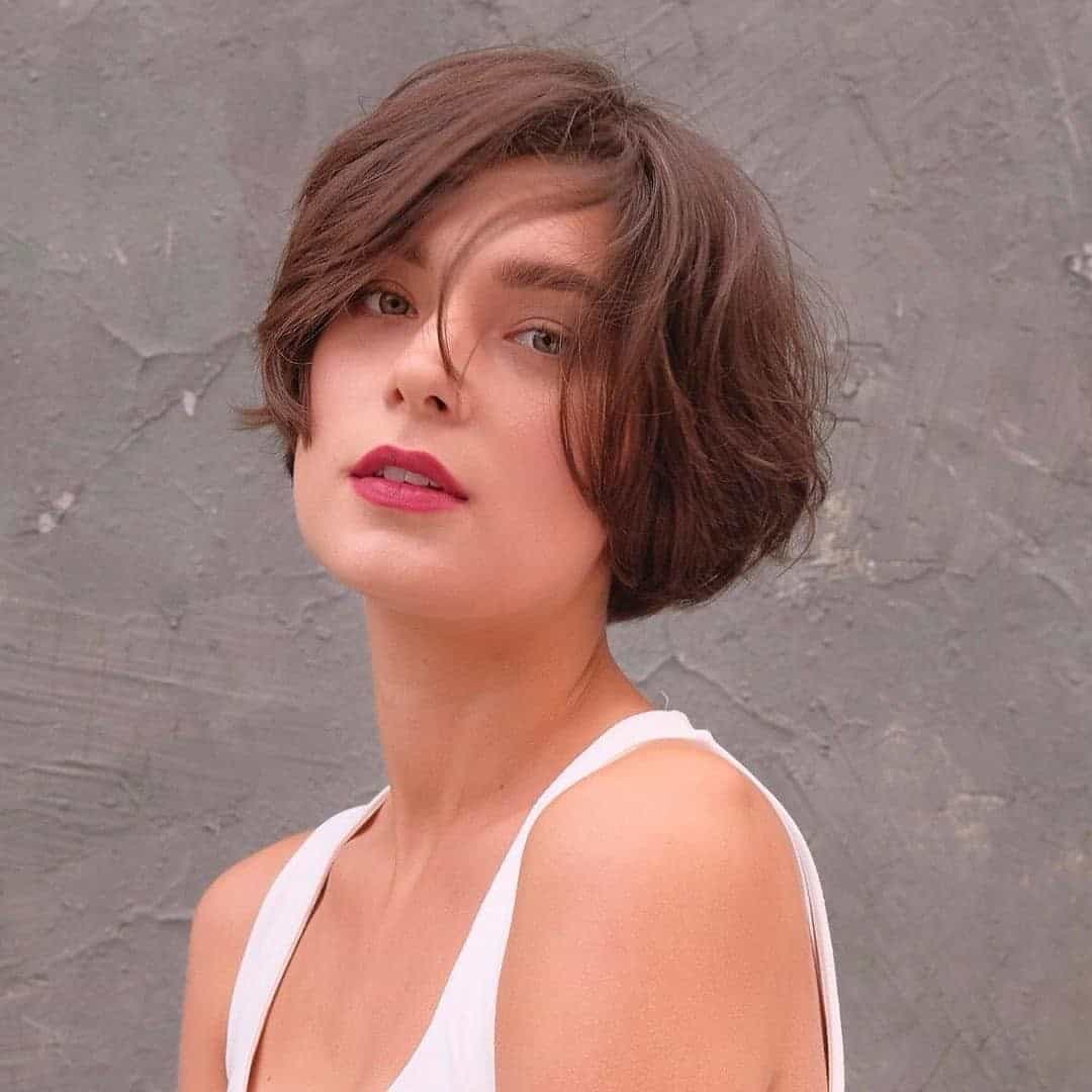 Voluminous & Natural Hair For Round Face