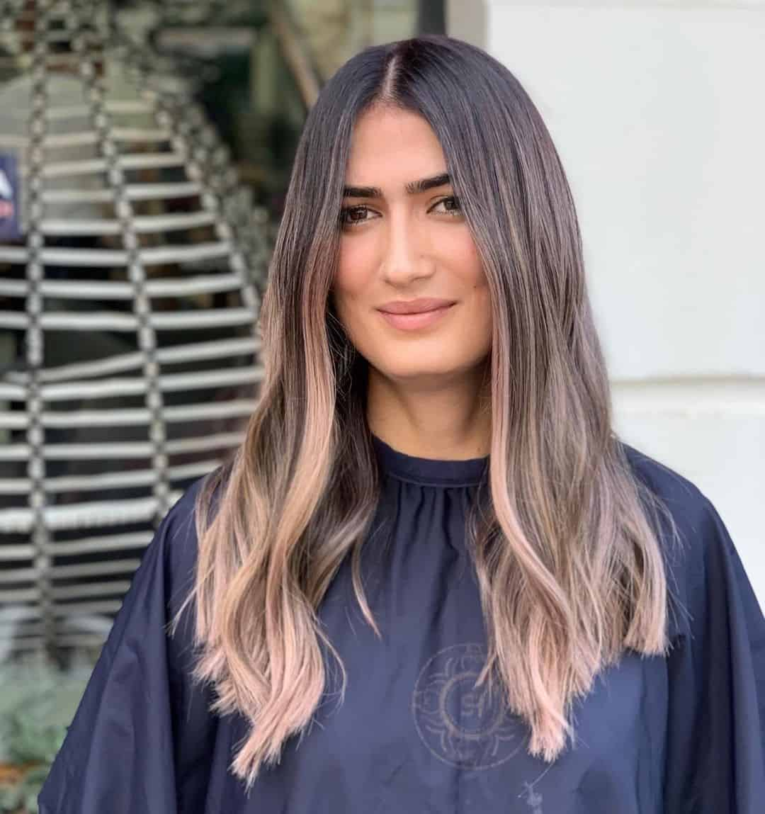 Wavy & Cute Balayage Hair For A Round Face